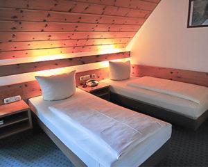 kleines Zweitbettzimmer im AKZENT Hotel Schranne