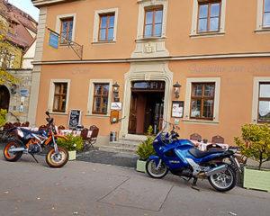 Motorradfahrer Willkommen im AKZENT Hotel Schranne