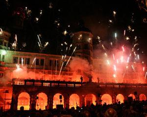 Feuerwerk am Rathaus in Rothenburg ob der Tauber