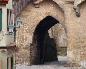 Wandern durch mittelalterliche Gassen