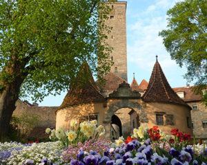 Historisches Burgtor im Burggarten in Rothenburg ob der Tauber