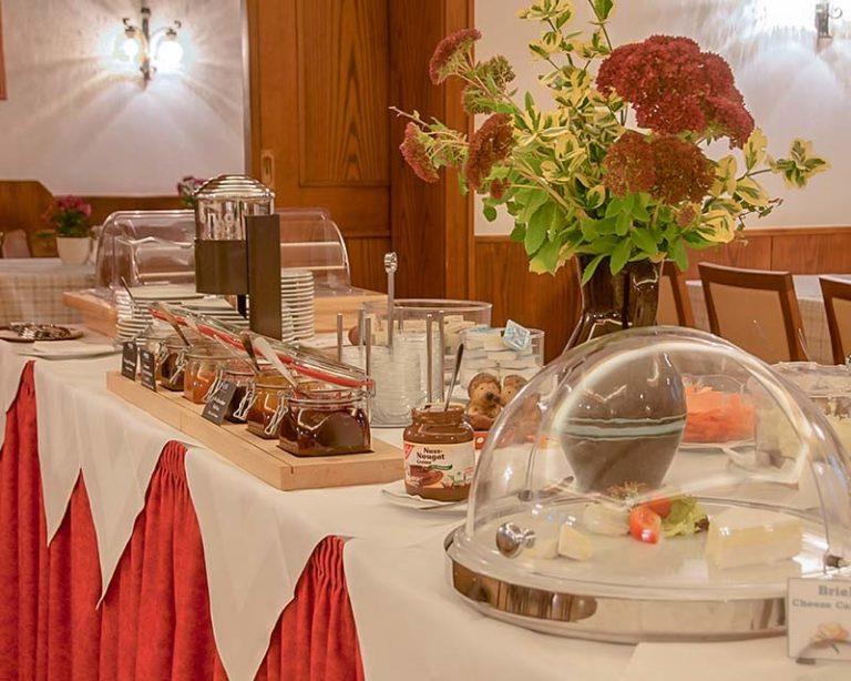 Reichhaltiges Frühstücksbüffet im AKZENT Hotel Schranne