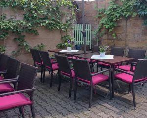 Essen im Freien im Schrannengarten im AKZENT Hotel Schranne