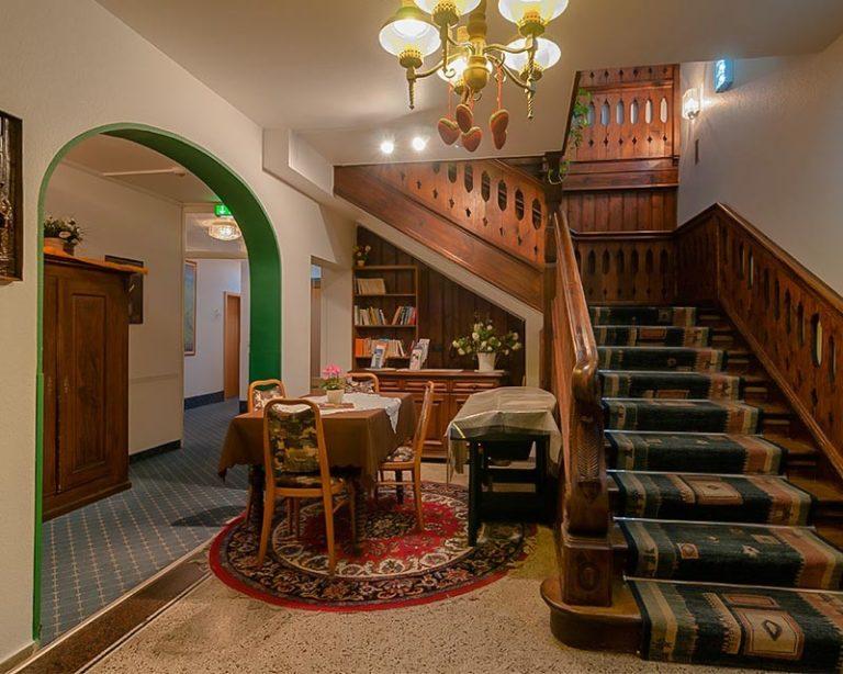 Treppenhaus im AKZENT Hotel Schranne***