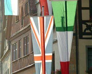 Festlich geschmückte historische Altstadt Rothenburg ob der Tauber