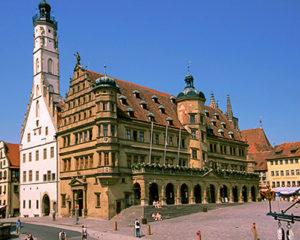 Historisches Rathaus am Marktplatz von Rothenburg ob der Tauber