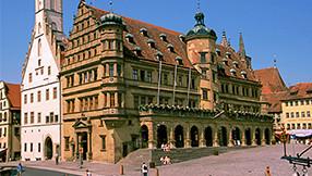 Rathaus auf dem Marktplatz in Rothenburg ob der Tauber